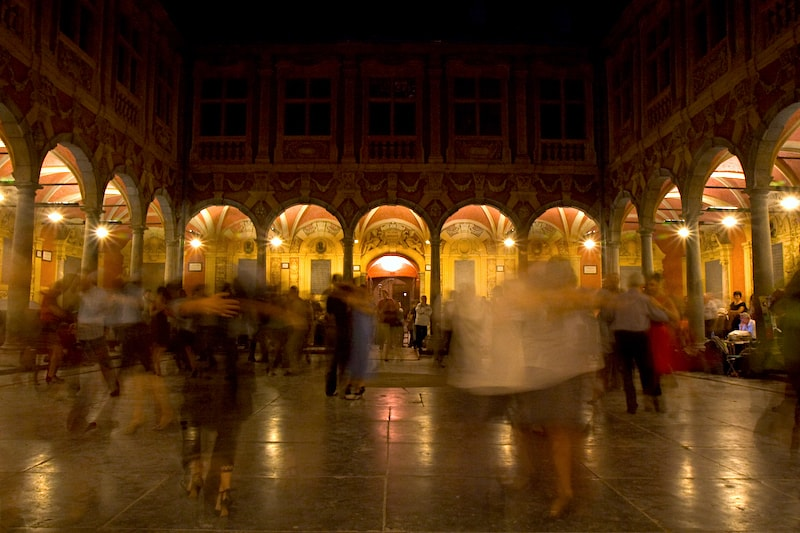 Tango vielille bourse Lille by Charles Eyes Pix via Flickr