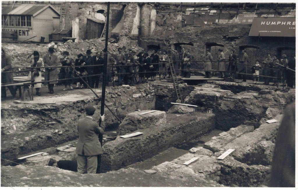 Temple of Mithras dig 1954 Robert Hitchman (c) MOLA