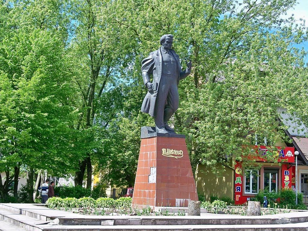 1024px-Пам'ятник_Тарас_Шевченко,_українському_поету_і_художнику.Фото