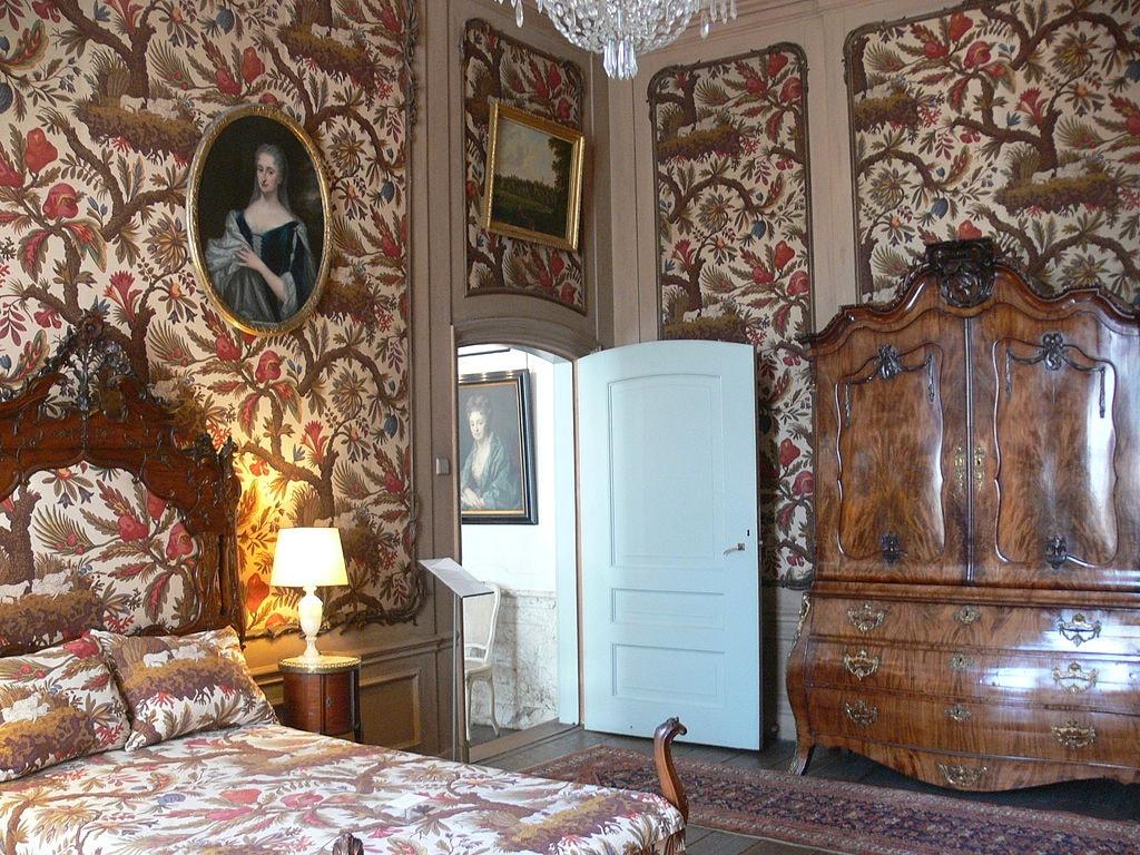 1024px-Amsterdam_-_Museum_Van_Loon_-_First_floor_2