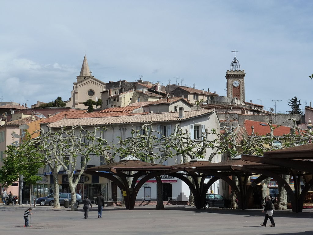 1024px-Aubagne_city_center