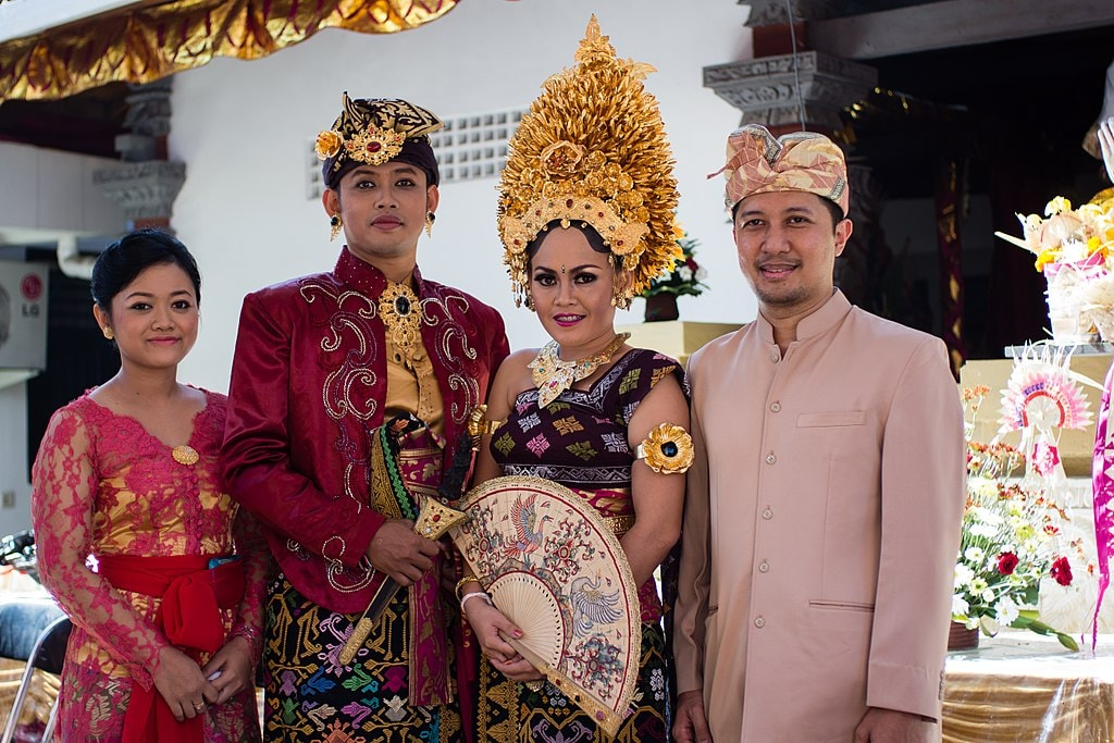 Regal Elegance: A Look at Indonesias Traditional Dress