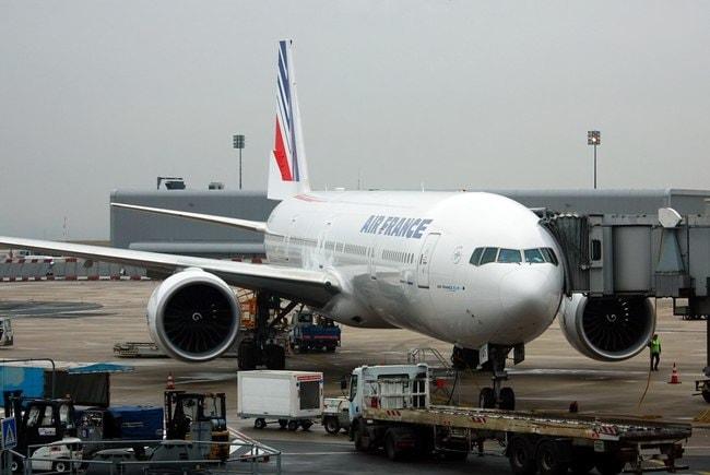1024px-Boeing_777-328_ER,_Air_France,_Paris_-_Charles_de_Gaulle_(Roissy)_(CDG_LFPG)_23.10.09_(4050687363)