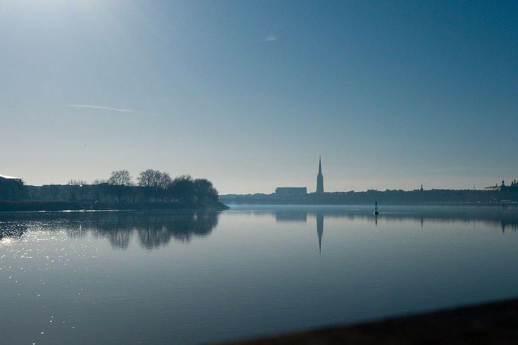 1024px-Bordeaux_port_de_la_lune_01