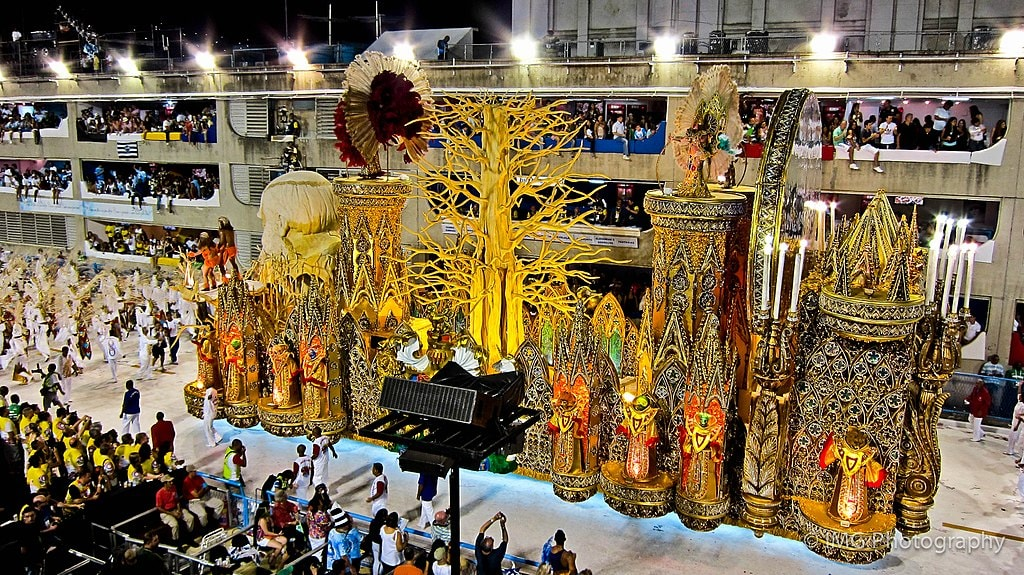 1024px-Carnival_of_Rio_de_Janeiro_2011_-_8th_Float-_Darwin_and_the_Tree_of_Life_(6776049274)
