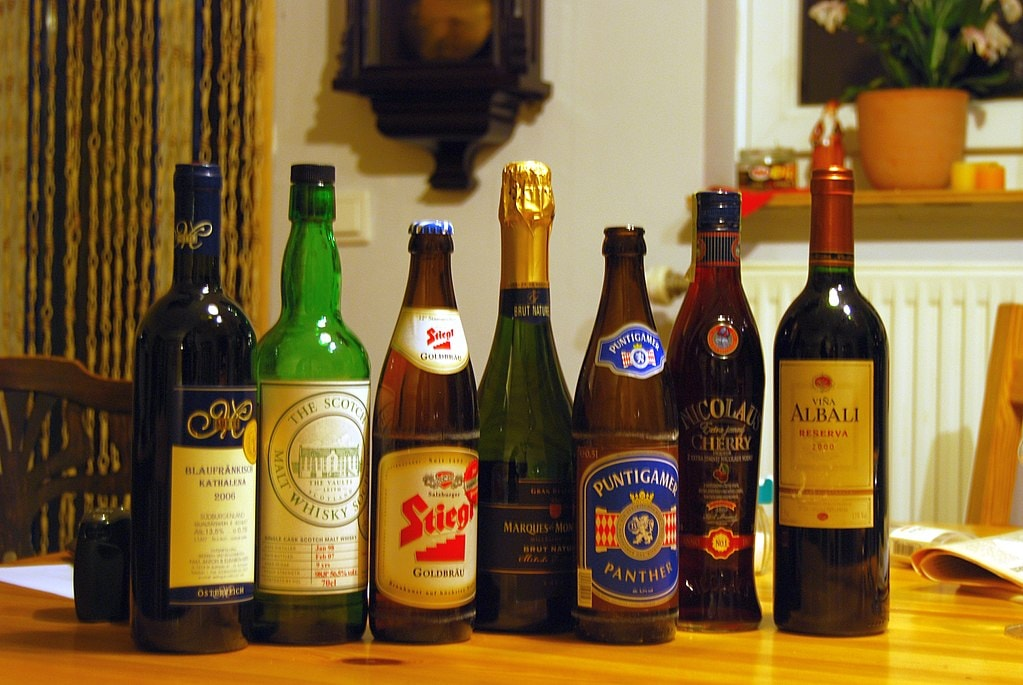 1024px-Common_alcoholic_beverages