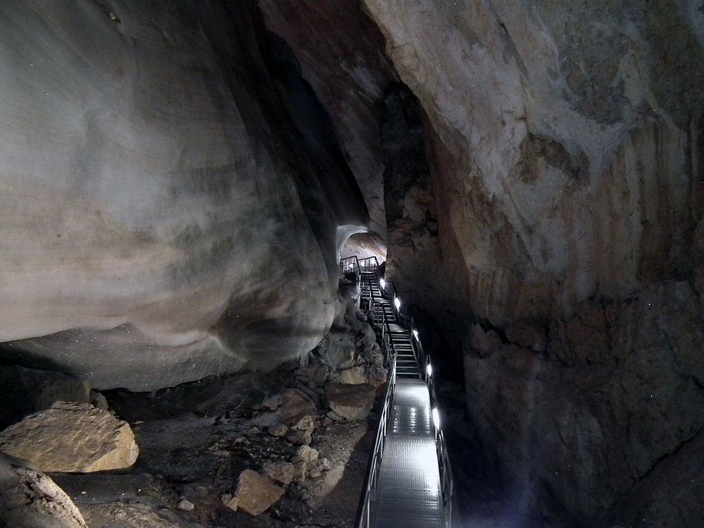 1024px-Dobšinská_Ice_Cave,_10