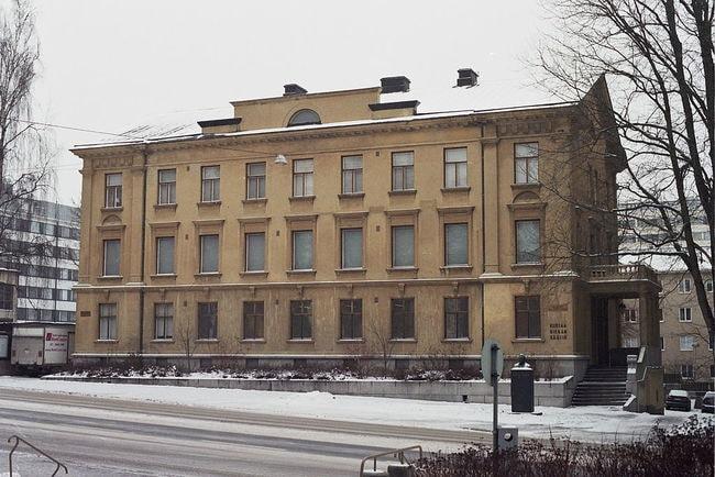 1024px-Hiekka_Art_Museum_in_Tampere_Nov2010