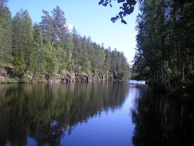 1024px-Ravine_lake_Yläinen-Toriseva