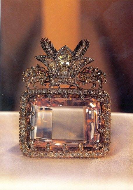 The uncut 'Sea of Light' pink diamond   Wikimedia Commons