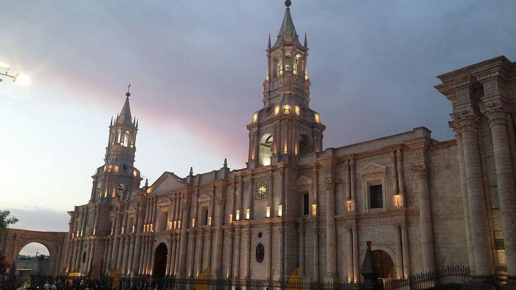 1200px-Catedral_de_Arequipa_II