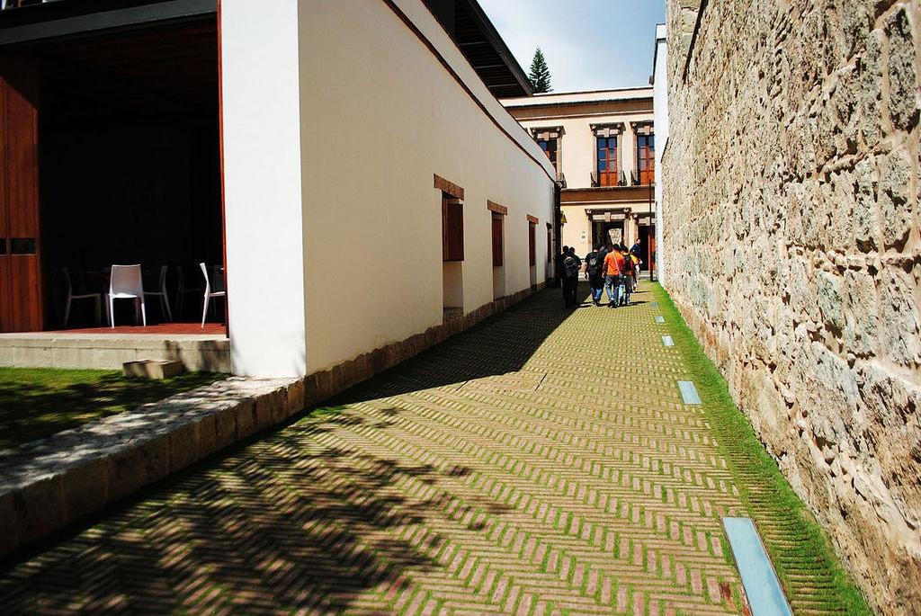 1200px-Centro_Académico_y_Cultural_San_Pablo_08