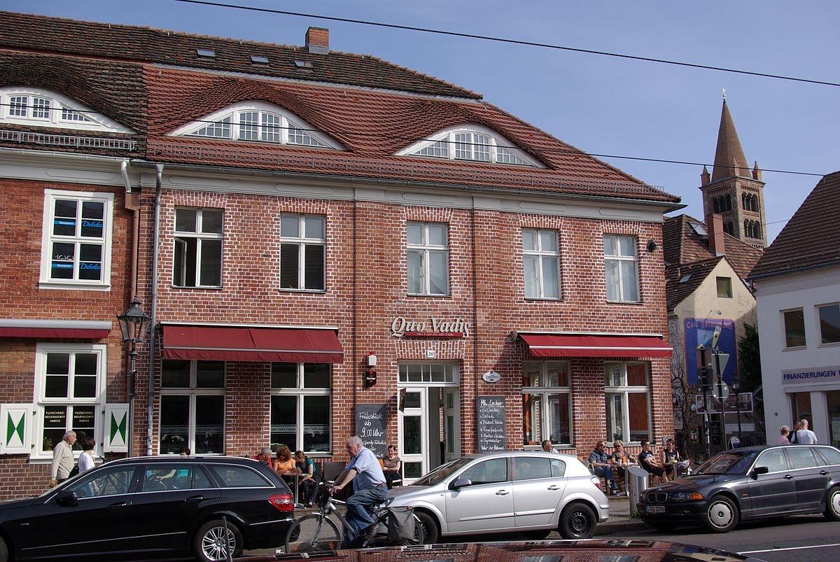1200px-Friedrich-Ebert-Straße_20_Potsdam