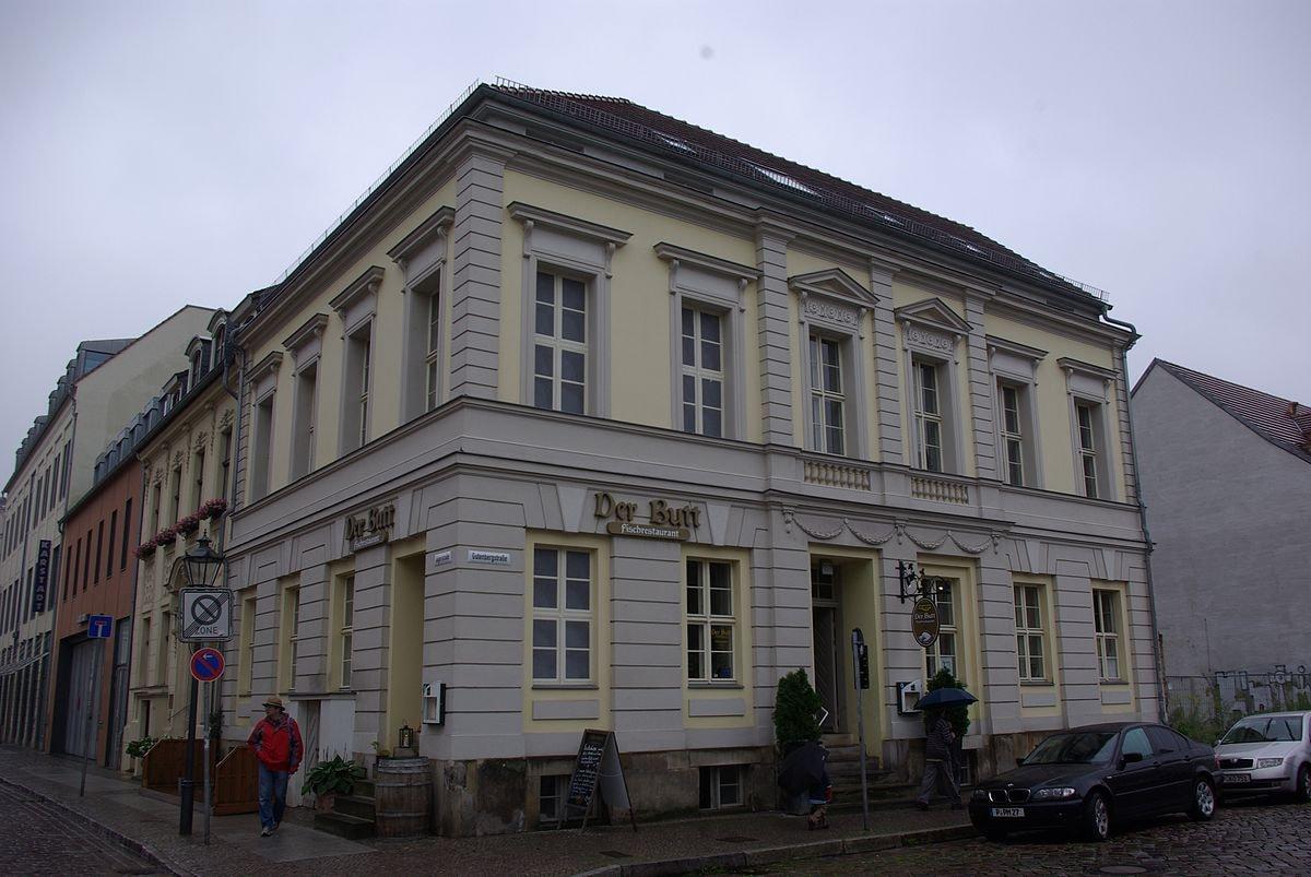 1200px-Gutenbergstraße_25_Potsdam (1)