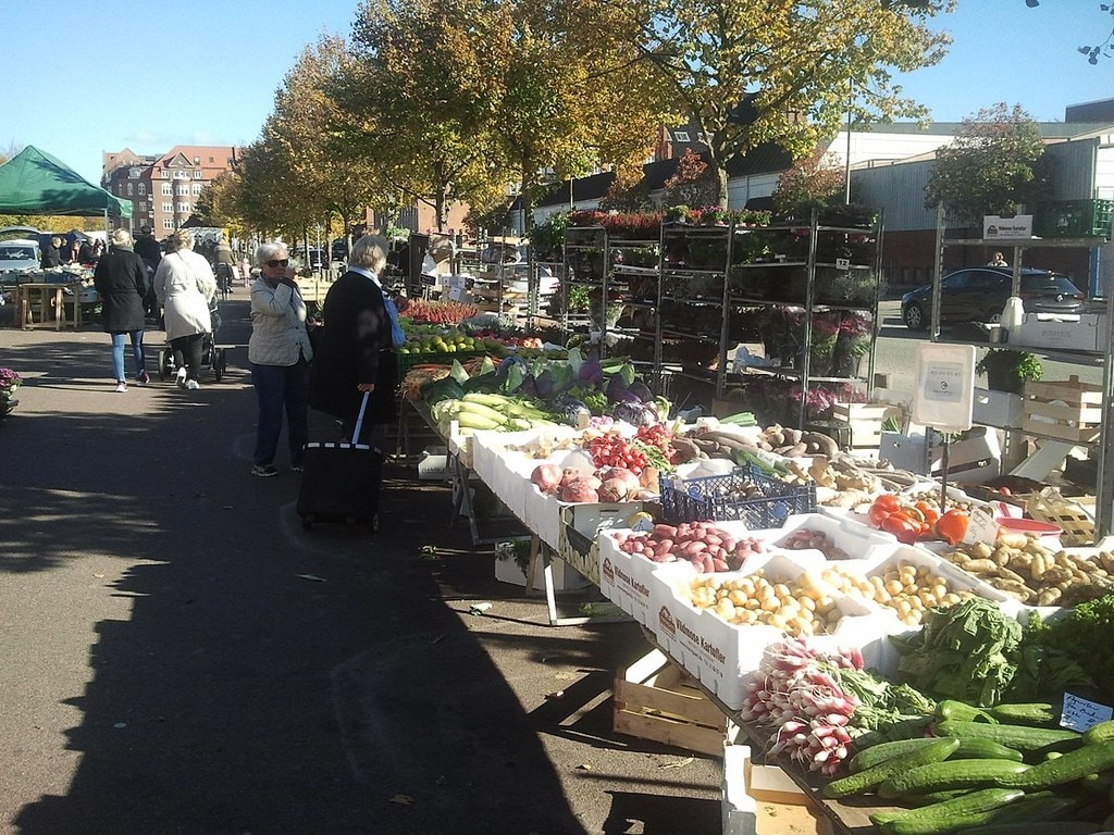 1200px-Market_on_Ingerslevs_Boulevard1