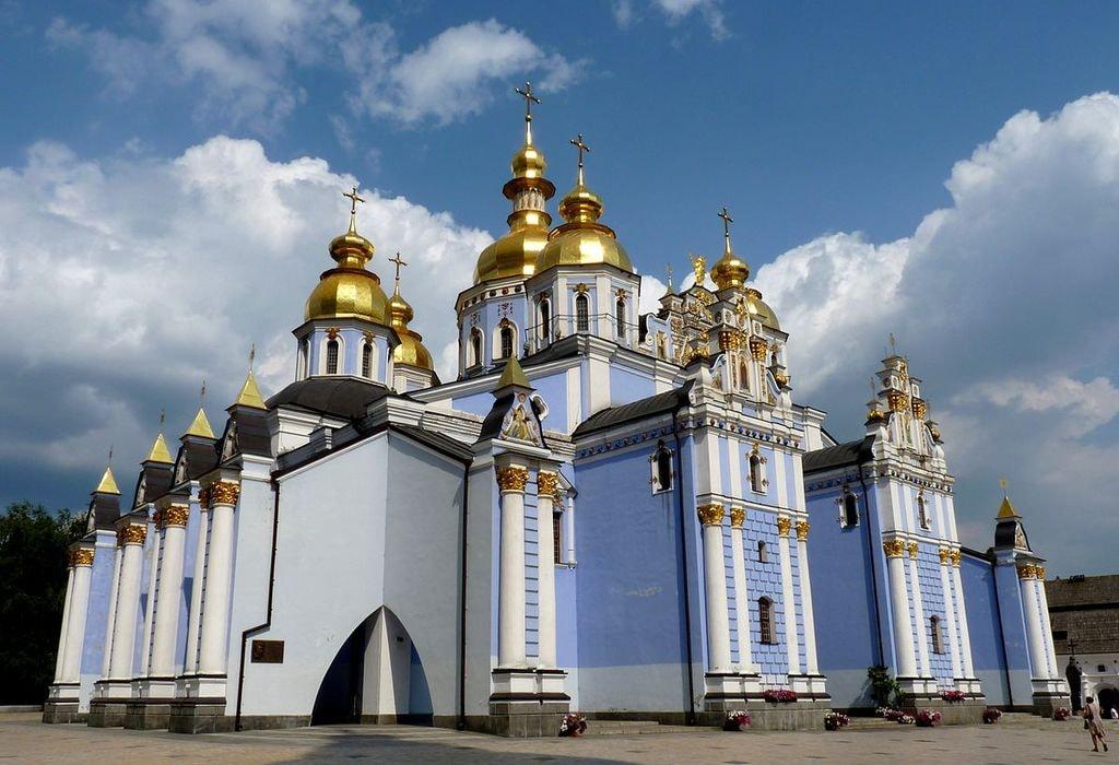 1200px-St._Michael's_Golden-Domed_Monastery_(Kiev)