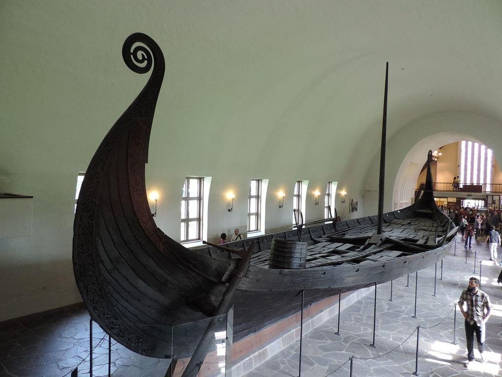 1200px-Viking_Ship_Museum_-_Oseberg_ship_-_3