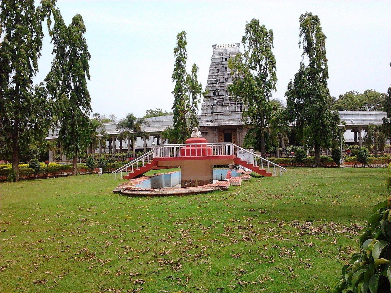 1280px-Gandhi_Mandapam,_Chennai