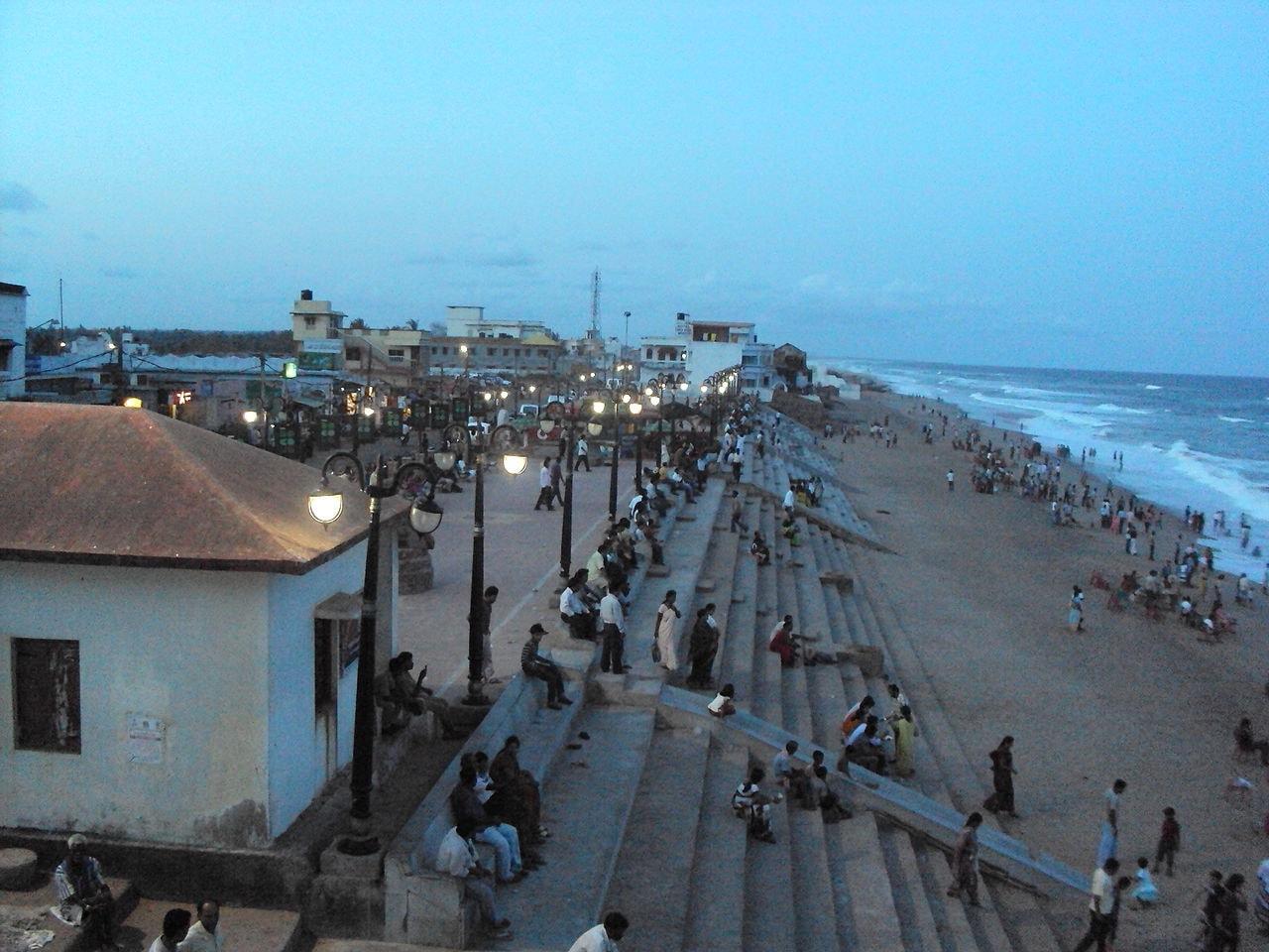1280px-Gopalpur_'s_busy_beach