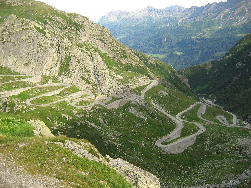 1280px-Gotthard_Alte_Passstrasse