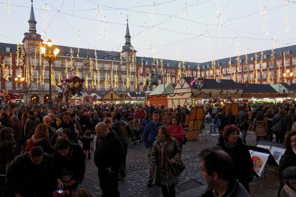 Mercado Navideño Plaza Mayor, Madrid   ©Barcex / Wikimedia Commons