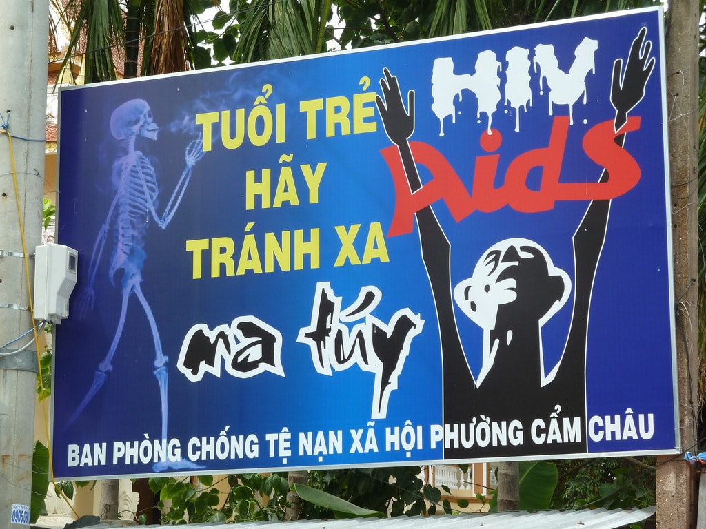 Sign warning Vietnamese youth of the perils of drugs | © lightwrite/Flickr