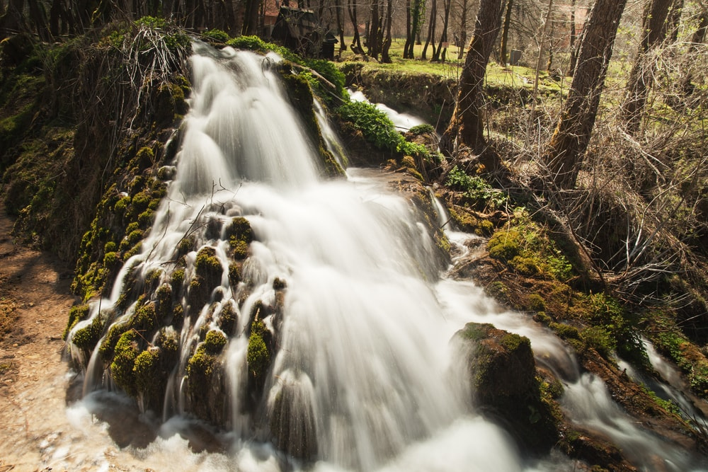 Small waterfall in Janjske Otoke near Sipovo, Bosnia and Hercegovina | © draganica/Shutterstock