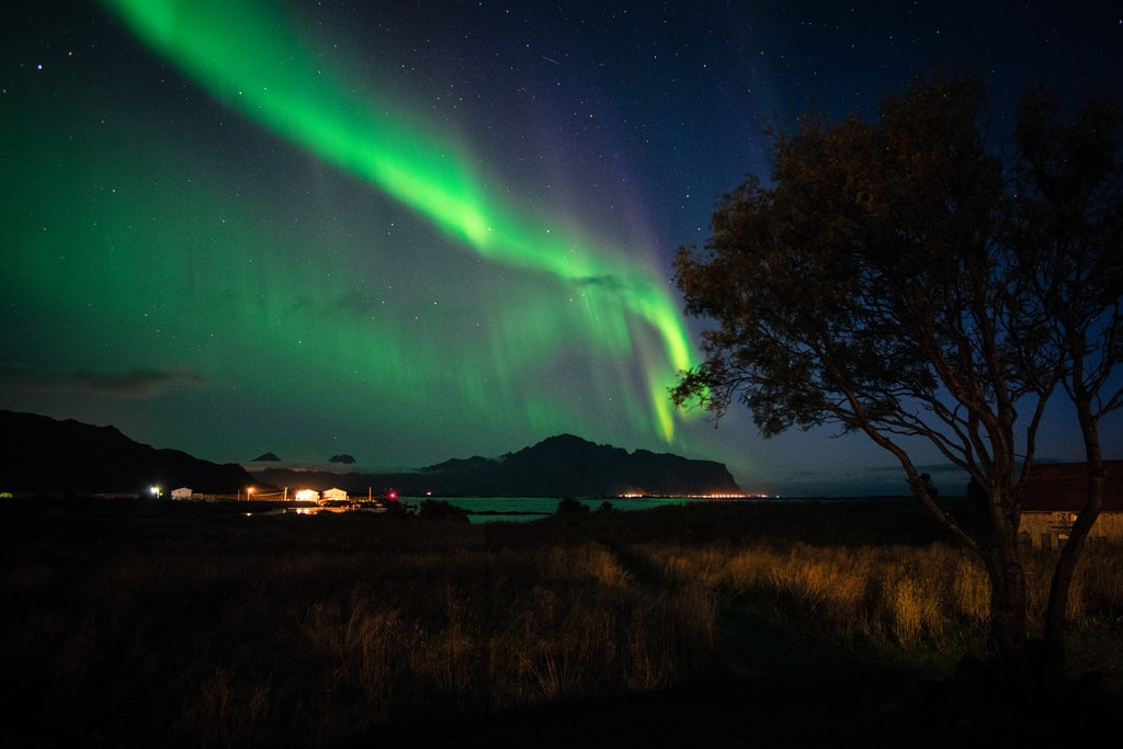 The Aurora Borealis over Vestvågøy, Lofoten | © Frode Ramone / Flickr