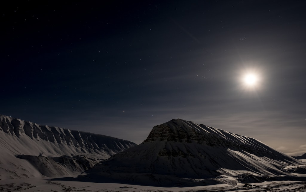The Midnight Sun over Longyearbyen   © Frode Ramone / Flickr