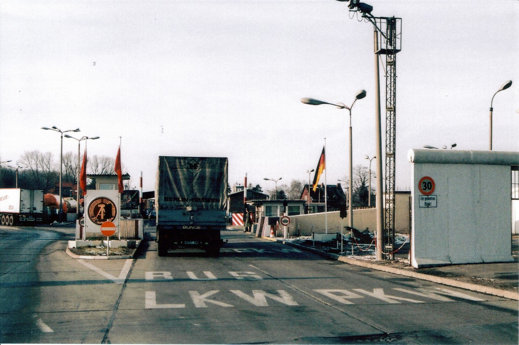 Historic photo of Checkpoint Charlie | WikiCommons
