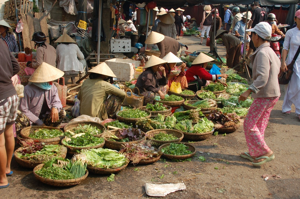 Markets in Vietnamese are filled with raucous chatter | © Andy Wright/Flickr