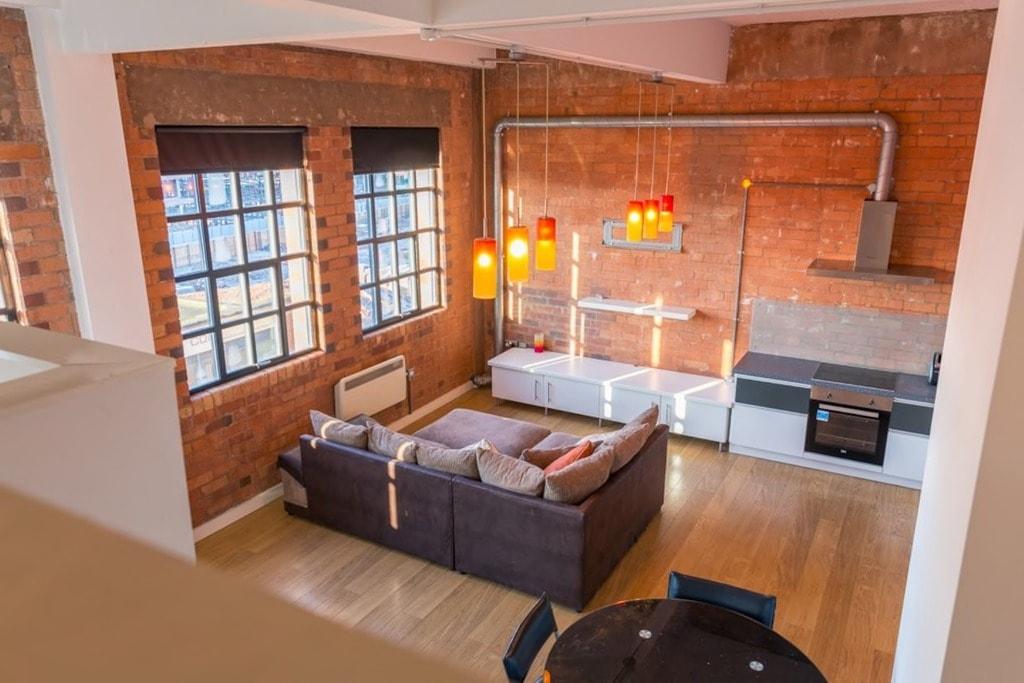 Spacious open plan, industrial-feel apartment