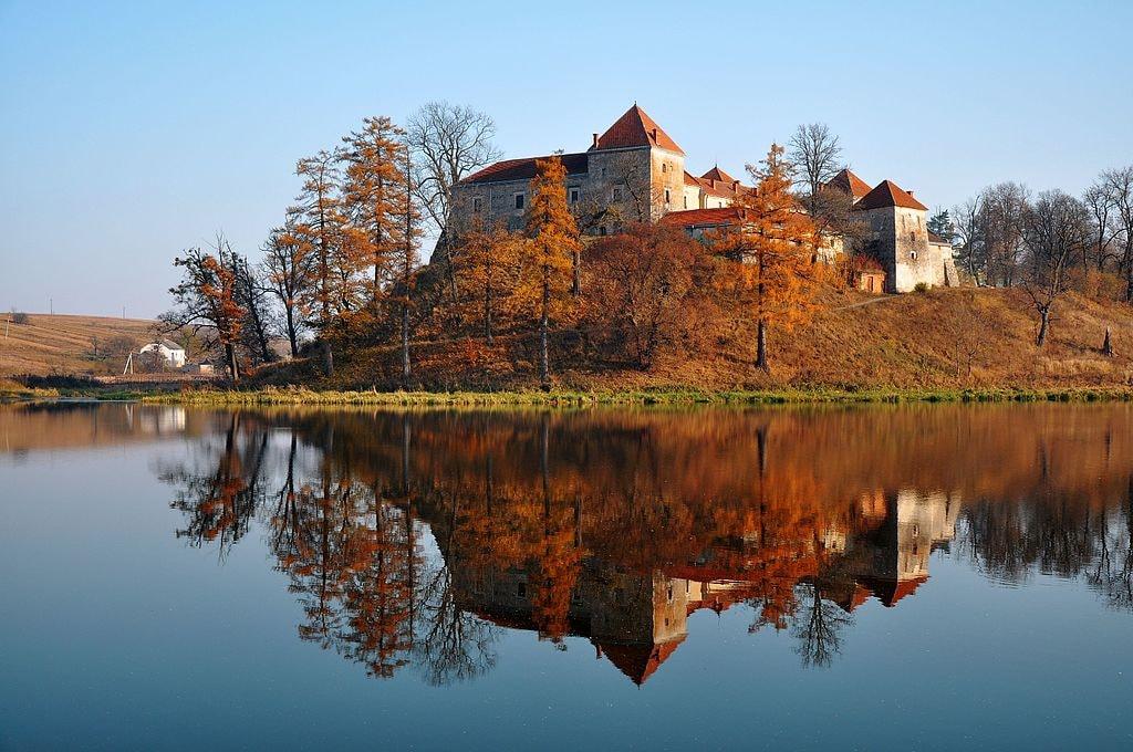 46-233-0009_Svirzh_Castle_RB