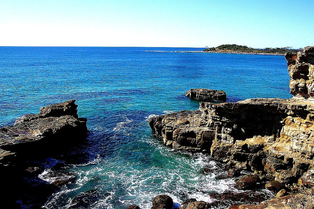 Yamba rocks © Flickr / kayhempsall