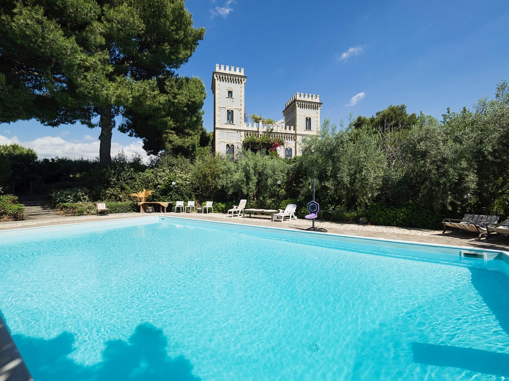 Take a dip at Castello Claves | © Castello Claves