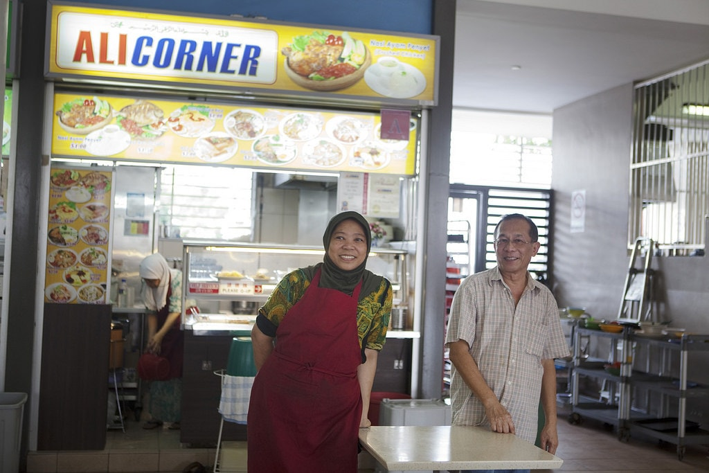 Hawker stall owners in Singapore say hello | © British Council Singapore \ Flickr