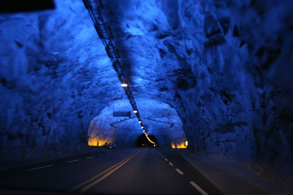 Crossing the Lærdal tunnel | © Guillaume Baviere / Flickr