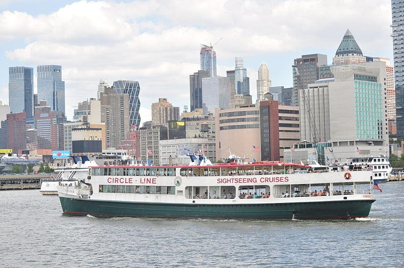 800px-Circle_Line_boat_on_the_Hudson_01_(9440934967)