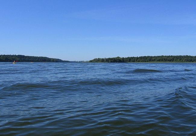 800px-Lubie_lake_north_bay_2009-08