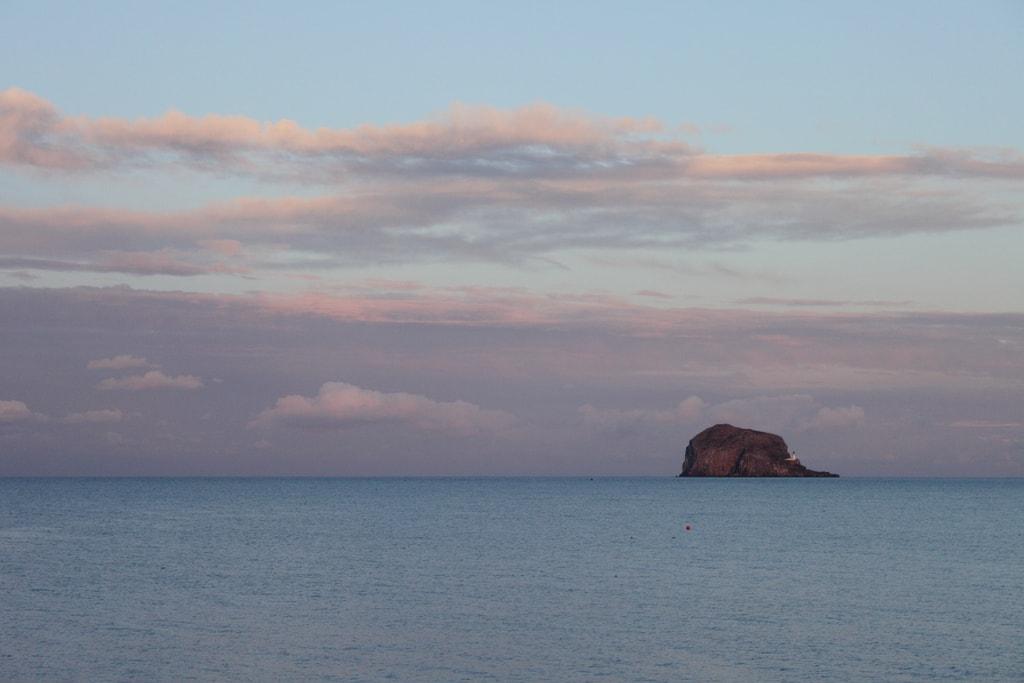 Bass Rock at Dusk | © Ghost of Kuji / Flickr
