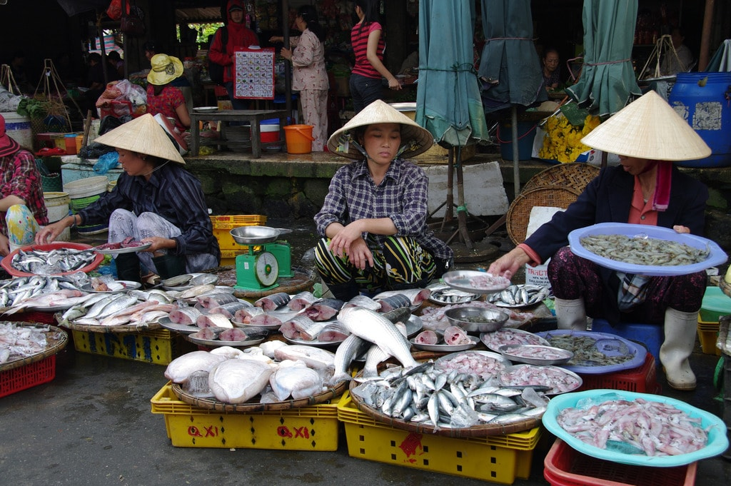 Good luck setting up a competing fish stand in this market | © Jean-Marc Astesana/Flickr