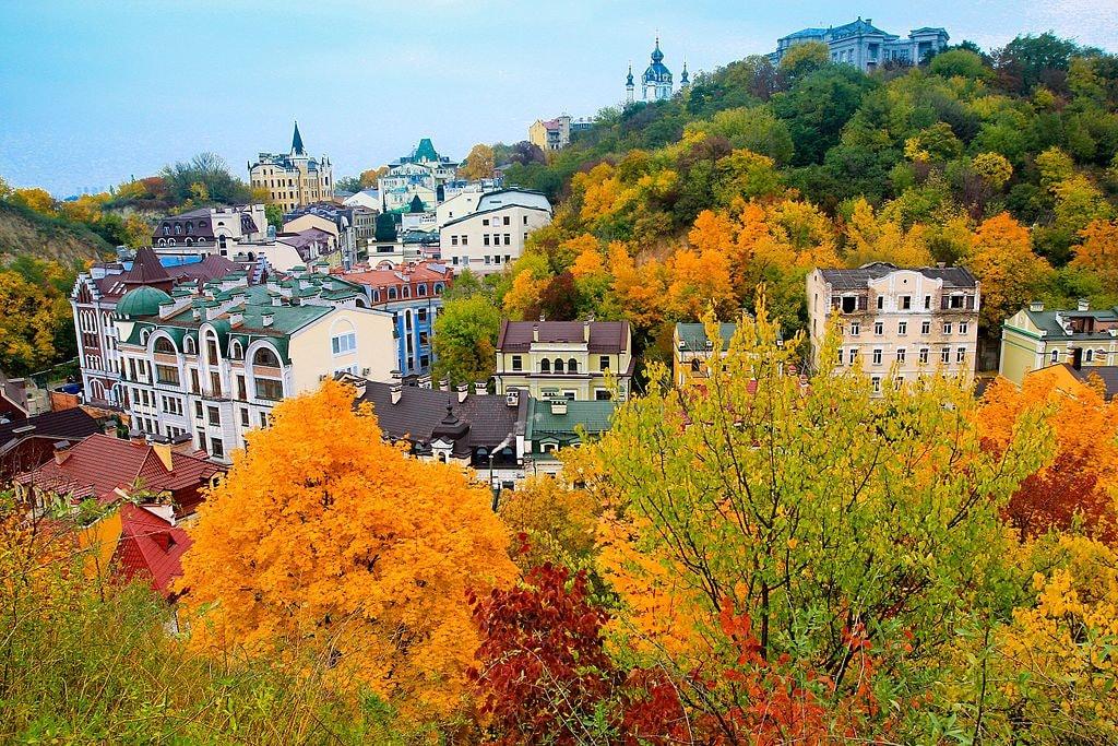 Осенний_вид_на_Подол_и_Андреевскую_церковь