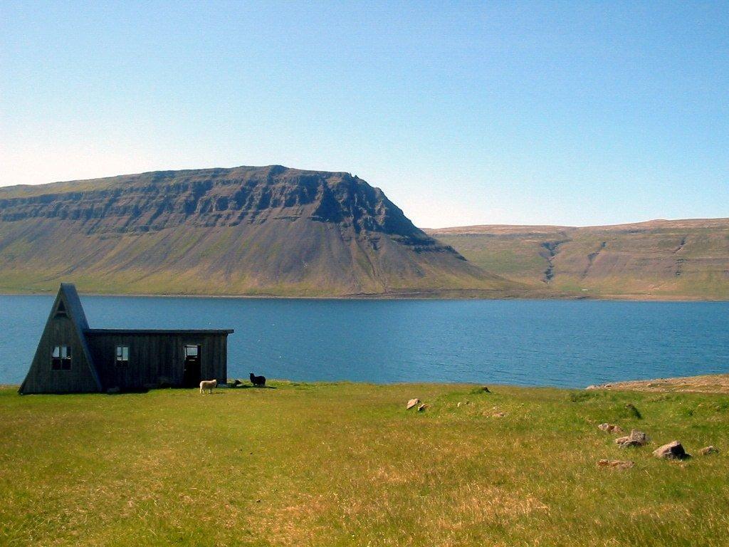 Abandoned_house_in_Fossfirði,_Westfjord,_Iceland_(699540469)