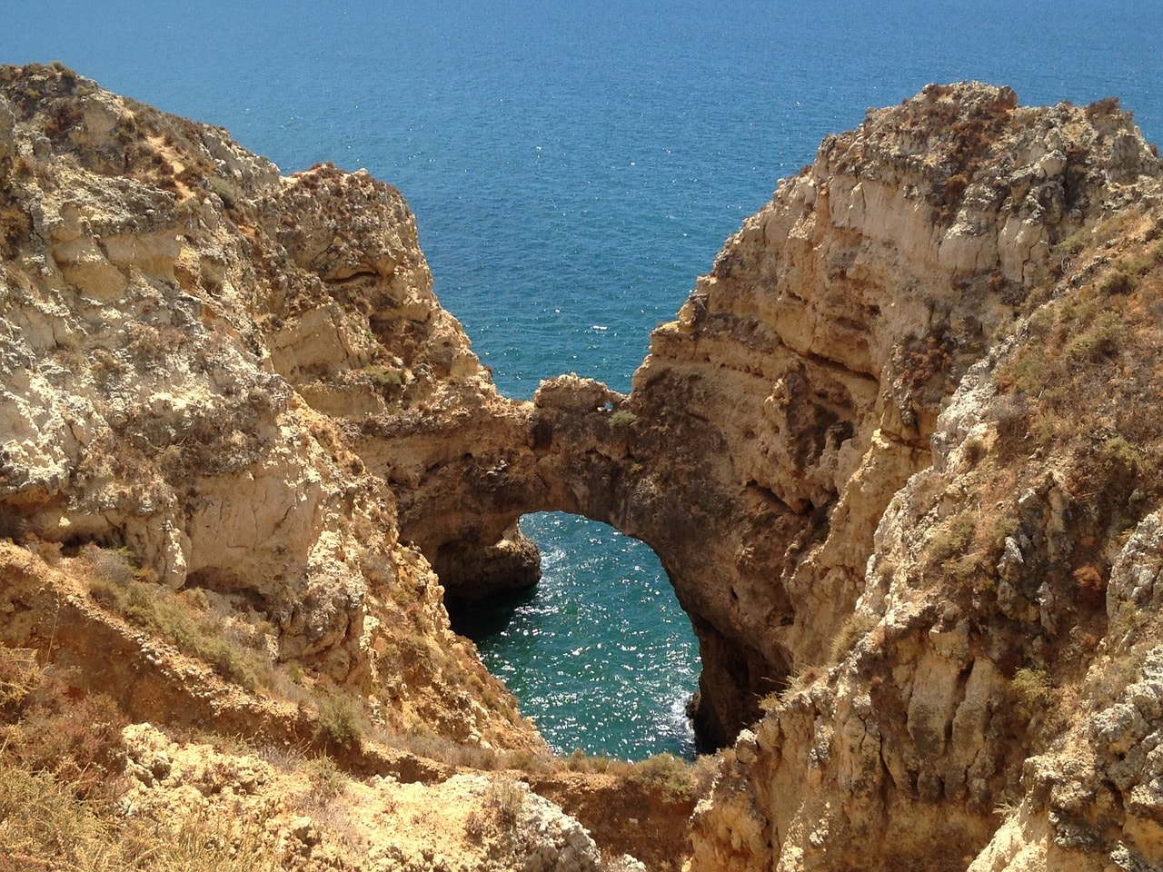 https://pixabay.com/en/algarve-portugal-rocky-coast-nature-1292579/