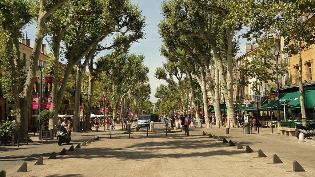 https://pixabay.com/en/alley-city-street-plantains-france-596061/