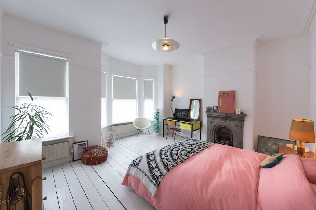 Amazing Super-King Room Close to City