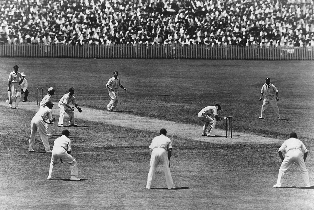 Australian captain Bill Woodfull evades a dangerous delivery during the 'Bodyline' series | © Wikimedia Commons