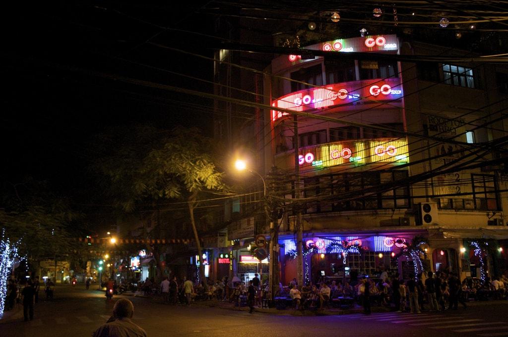 Neon Bui Vien   © Chelsea Marie Hicks / Flickr