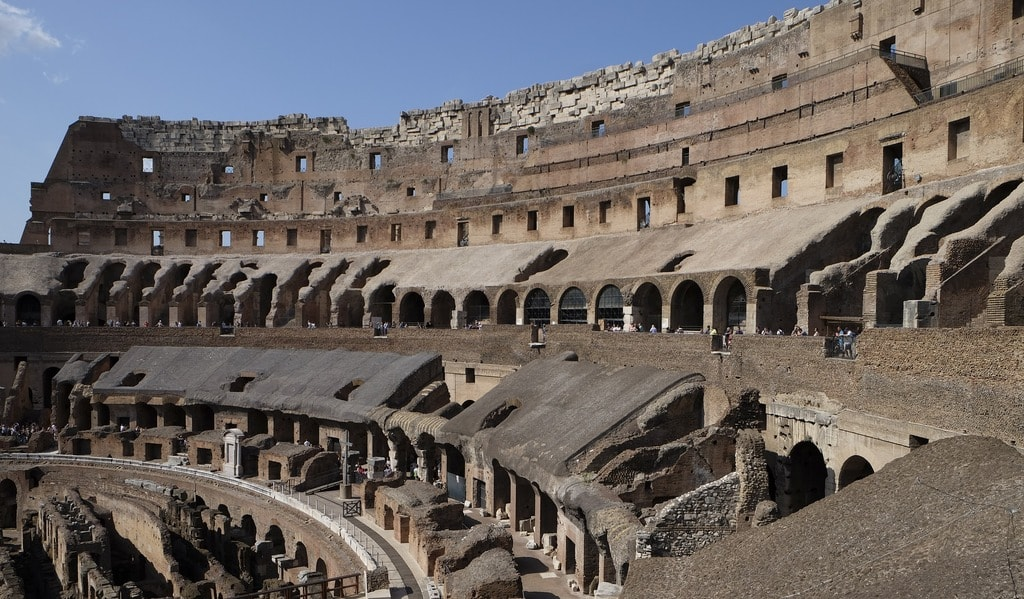 With so many vomitoria the Colosseum filled and emptied quickly © jdeghheest/Pixabay