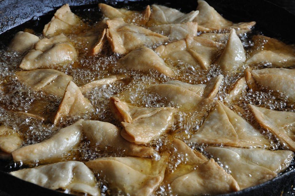 Deep Fried Samosas Biswarup Ganguly WikiCommons